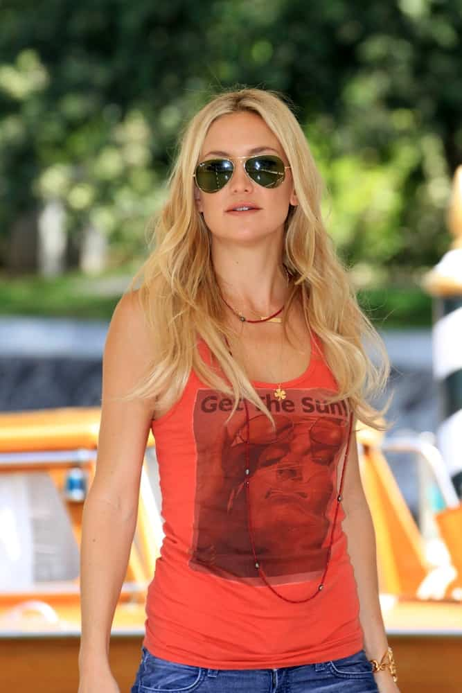 Kate Hudson was still quite charming even in her casual tank top and jeans at the Venice Film Festival on August 29, 2012 in Venice, Italy. She paired this with a pair of aviator sunglasses and a loose, long and layered sandy blond hairstyle.