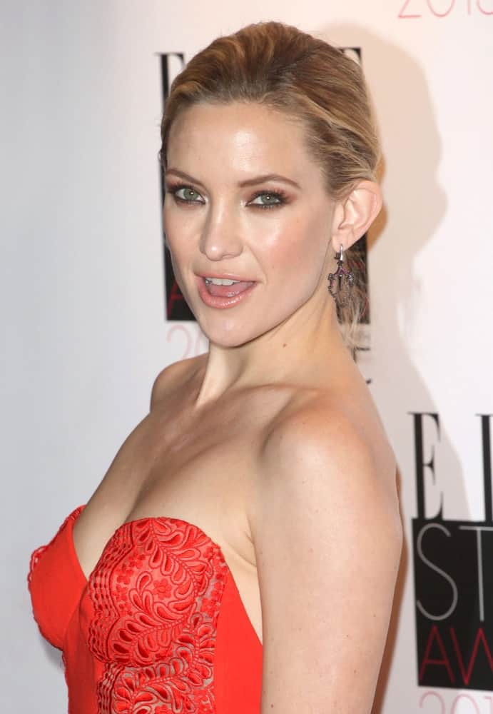 Kate Hudson was at the 2013 Elle Style Awards held at The Savoy in London on February 11, 2013. She wore a stunning red strapless dress that went quite well with her highlighted sandy blond hairstyle in a neat bun.