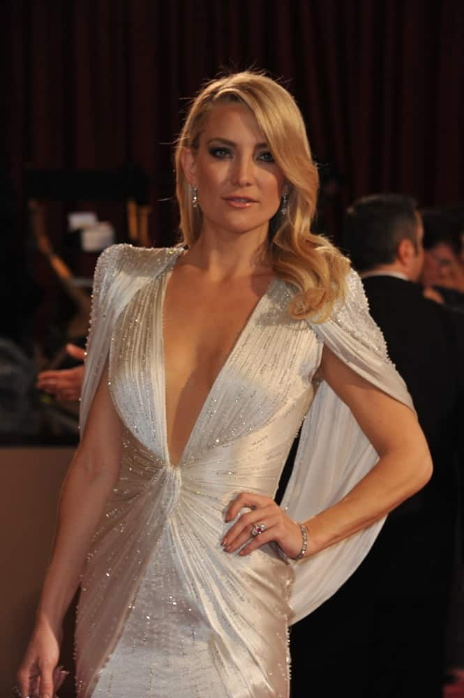 On March 2, 2014, Kate Hudson wowed everyone with her glittery pearl white gown that she paired with a side-swept wavy hairstyle with subtle highlights at the 86th Annual Academy Awards at the Hollywood & Highland Theatre, Hollywood.
