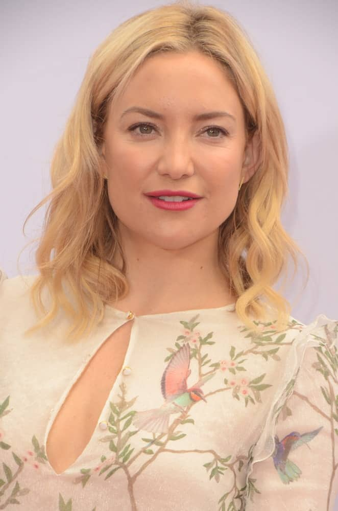 Kate Hudson was quite charming in her simple white patterned dress and loose wavy hairstyle with a slight tousle at the Kung Fu Panda 3 Premiere at the TCL Chinese Theater on January 16, 2016 in Los Angeles, CA.