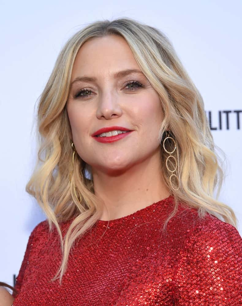 Kate Hudson attended the The Daily Front Row 5th Annual Fashion LA Awards on March 17, 2019 in Beverly Hills, CA. She was wearing a charming red sequined dress that worked well with her medium-length highlighted wavy hairstyle loose on her shoulders.