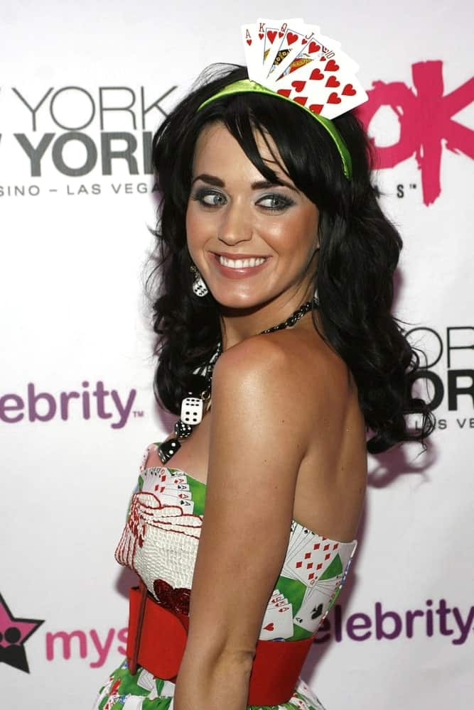 The singer arrived at the ROK Vegas Nightclub Grand Opening on August 30, 2008 flaunting her jet black curls with side-swept bangs.