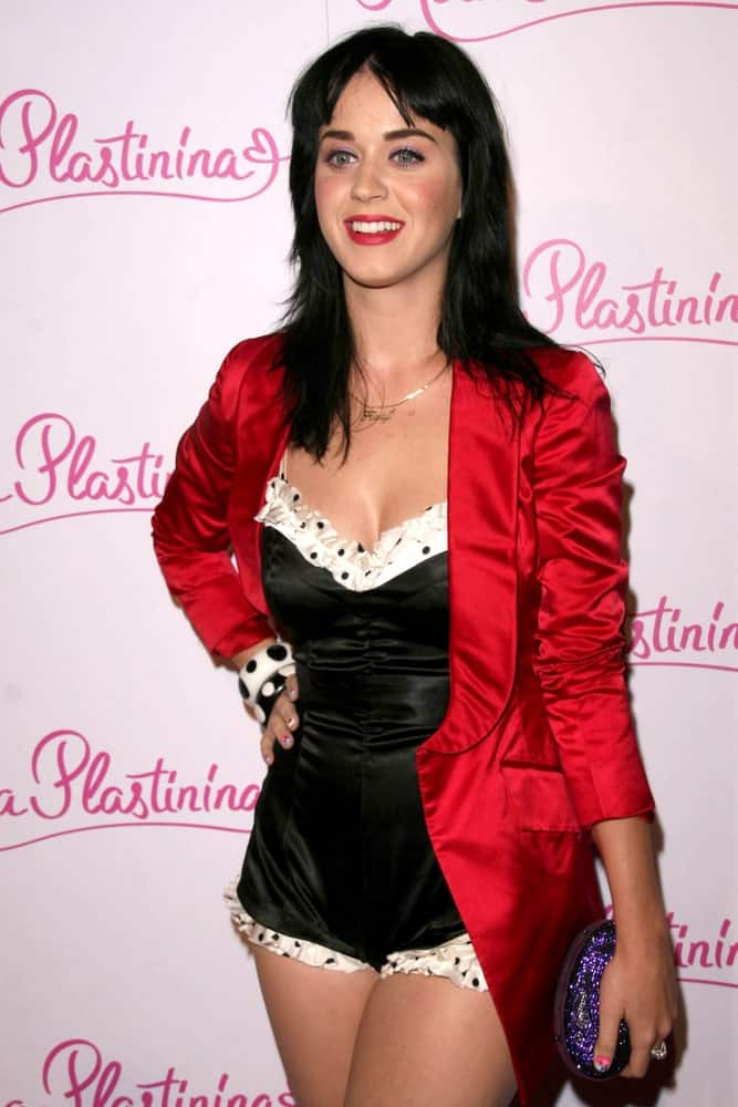 On June 14, 2008, the singer attended the US Launch Party for Kira Plastinina at 400 La Brea Avenue, Los Angeles with her layered raven hair incorporated with choppy bangs.