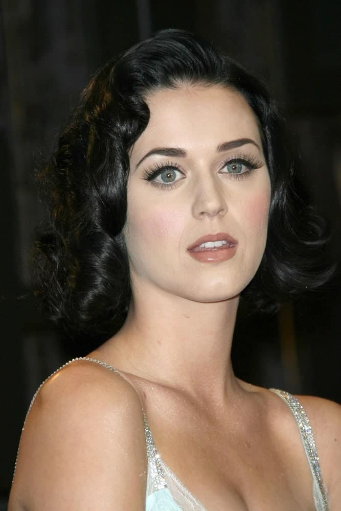 Katy Perry exhibiting a Hollywood glam vibe with her classic short curls during the VH1's 14th Annual Critic's Choice Awards at Santa Monica Civic Auditorium last January 8, 2009.