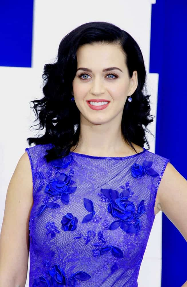 The singer is stunning in this blue floral dress paired with a sleek wavy hairstyle that she wore during the Los Angeles premiere of 'Smurfs' held at the Regency Village Theater on July 28, 2013.