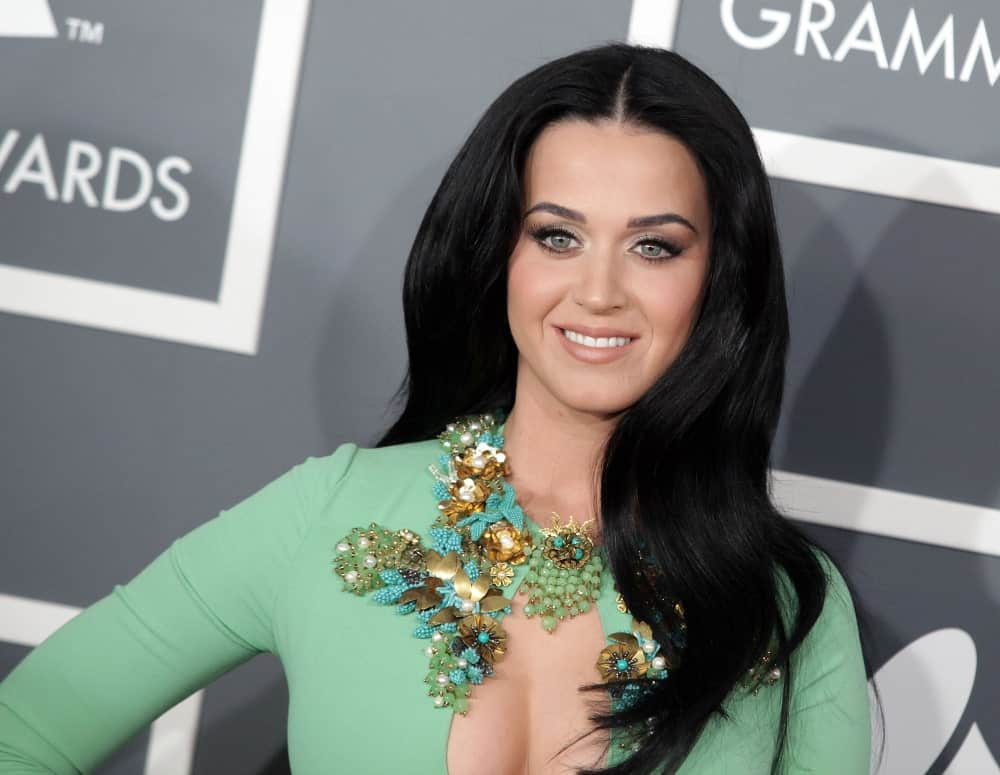 Katy Perry looked ravishing in this gorgeous green gown that's complemented with her long loose center-parted hair at the 2013 Grammy Awards on February 10, 2013 in Hollywood, CA.
