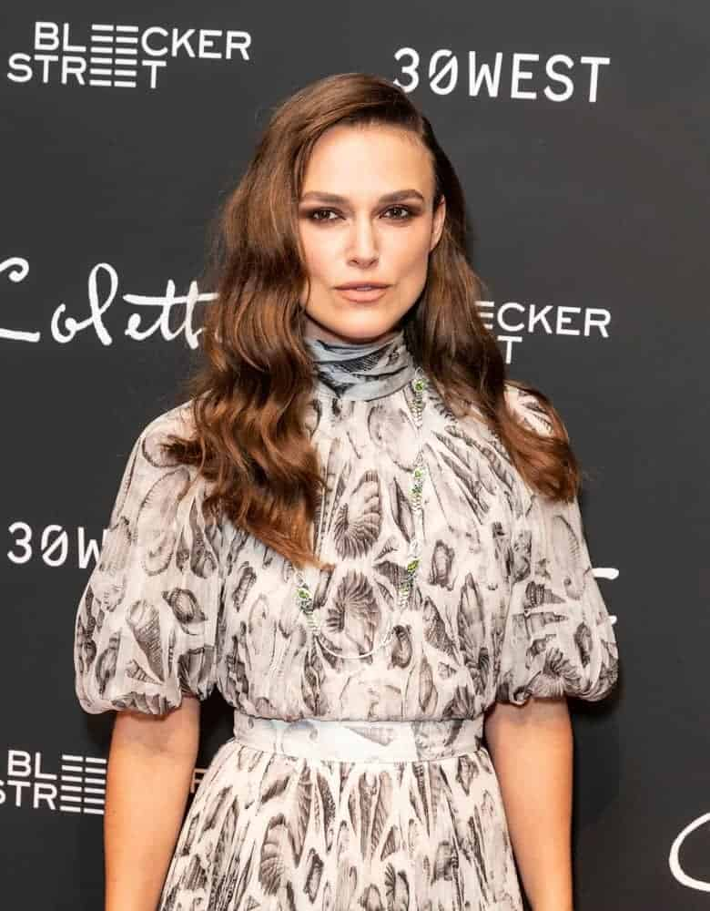 Keira Knightley wore a lovely dress by Alexander McQueen to the screening of her movie Colette at the Museum of Modern Art in New York on September 13,208. She paired her dress with a long and wavy side-swept hairstyle with subtle highlights.