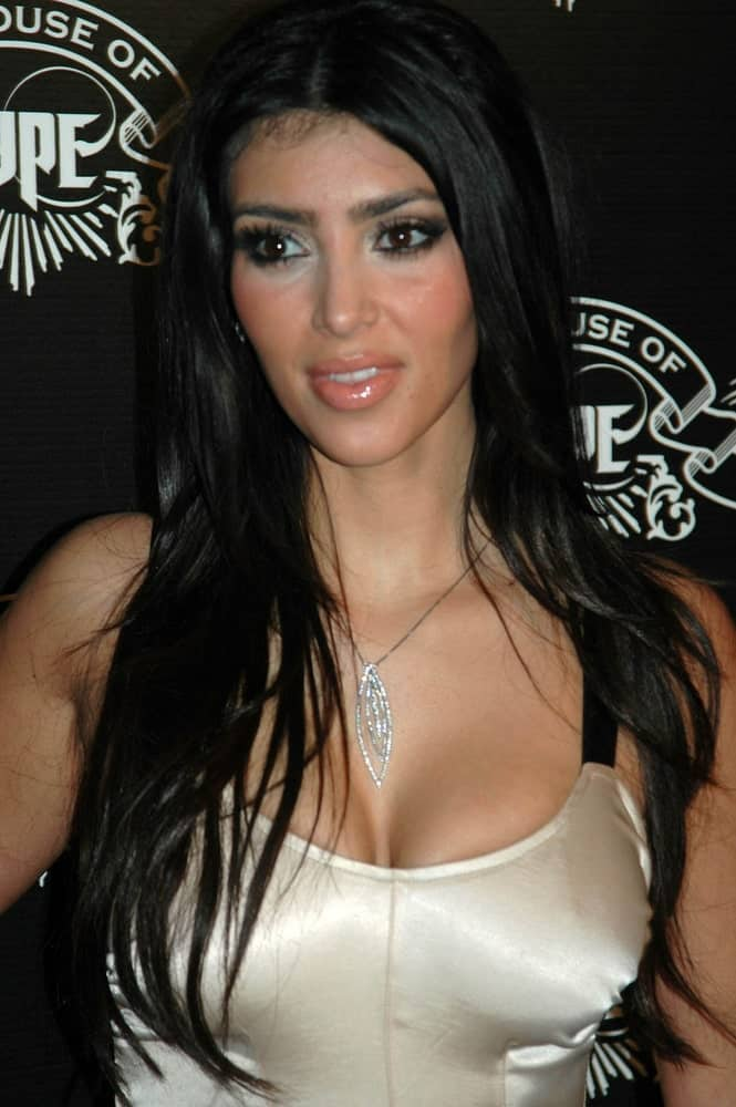 Kim Kardashian sported a tousled black layered hair at