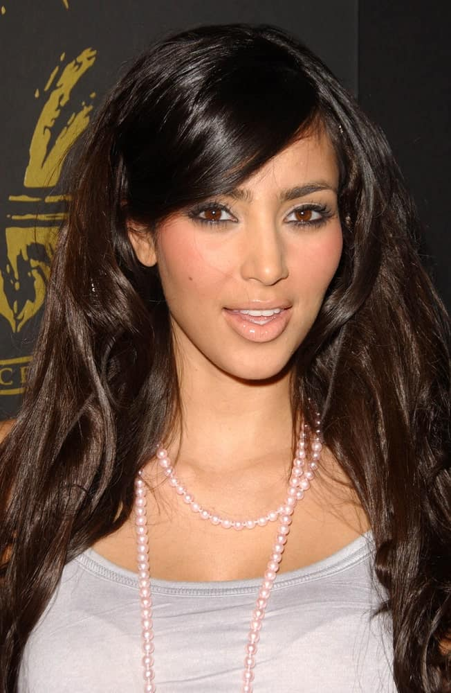 Kim Kardashian was seen at the Los Angeles Runway Debut of Marceau last March 29, 2007, sporting her thick tousled waves with side-swept bangs.