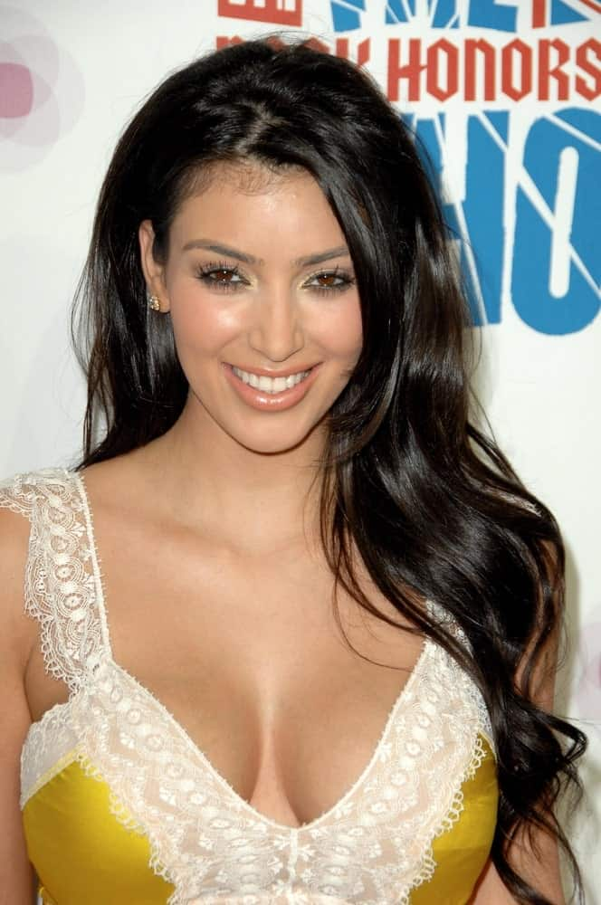 During the Rock & Shop 'Til You Drop INTERMIX benefit for VH1 Save the Music Foundation on July 11, 2008, Kim Kardashian flaunted her sexy yellow dress that perfectly goes with her long loose waves.