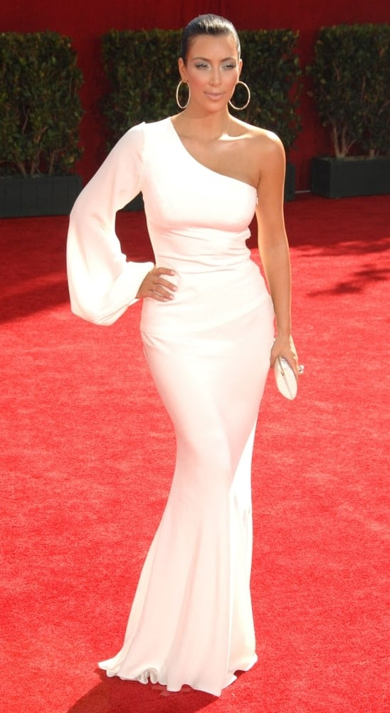 Kim Kardashian slayed the 61st Primetime Emmy Awards - ARRIVALS on September 20, 2009, with her white Ina Soltani gown paired with a neat bun.