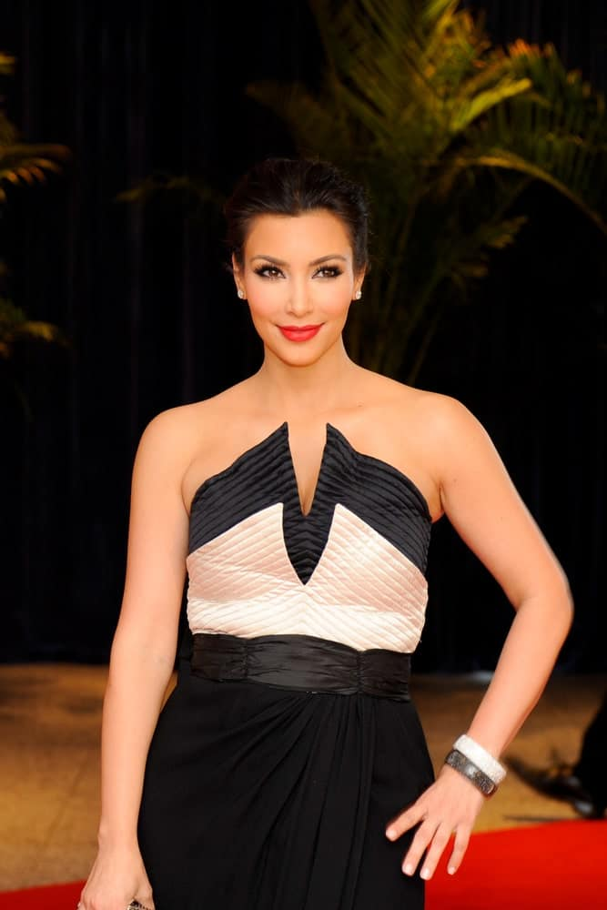 Kim Kardashian shines in a trendy black dress paired with a neat upstyle during the White House Correspondents Association Dinner last May 1, 2010.