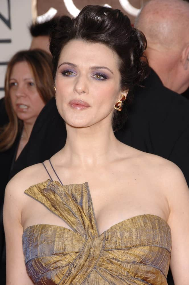 Rachel Weisz overflowed with posh and class at the 63rd Annual Golden Globe Awards on January 16, 2006, showcasing a classic upstyle paired with smokey eyes.