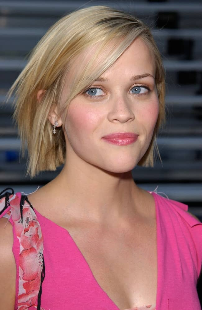 Actress Reese Witherspoon was at the 2001 Teen Choice Awards at Universal Amphitheatre in Hollywood on August 12, 2001. She was charming in her pink dress and matching pink lips and chin-length tousled blond hair with subtle layers and side-swept bangs.