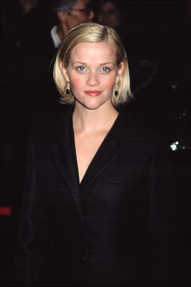Reese Witherspoon was at the premiere of Gosford Park in New York on December 3, 2001. She was lovely in her large black coat and short chin-length blond hairstyle with a straight and slick finish tucked behind her ears.