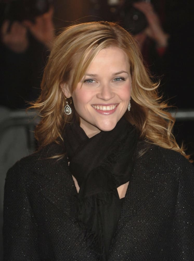 Reese Witherspoon was at The 2005 New York Film Critics Circle 71st Annual Awards held at the Cipriani Restaurant in New York, NY on January 08, 2006. She wore a black large coat with her tousled and layered shoulder-length sandy blond hairstyle.