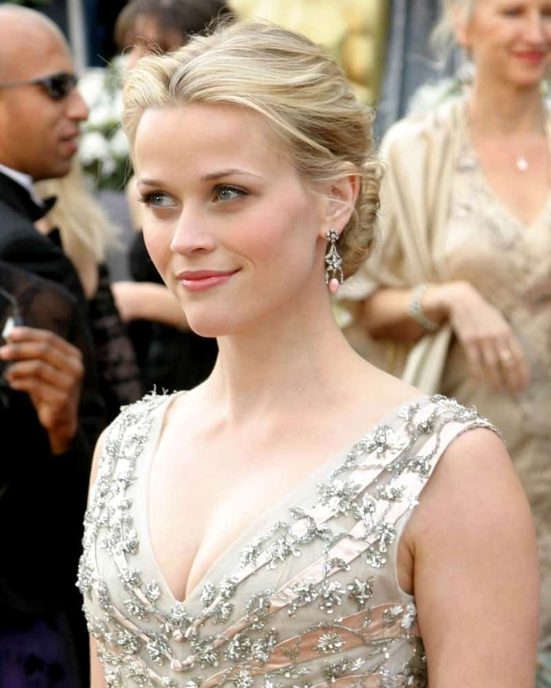 Reese Witherspoon was quite charming and elegant with her blond bun hairstyle that she paired with her floral bejeweled dress at the 78th Academy Award held at the Kodak Theater in Hollywood, CA on March 5, 2006.