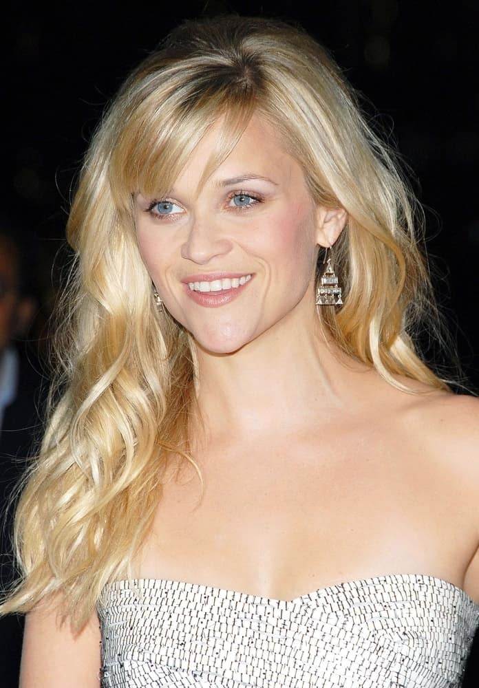 Reese Witherspoon was at the Avon Foundation Celebrates Champions Who Change Women's Lives at the Cipriani Restaurant 42nd Street in New York, NY on October 27, 2009. She was quite elegant in her loose and side-swept wavy blond hairstyle with wispy bangs.
