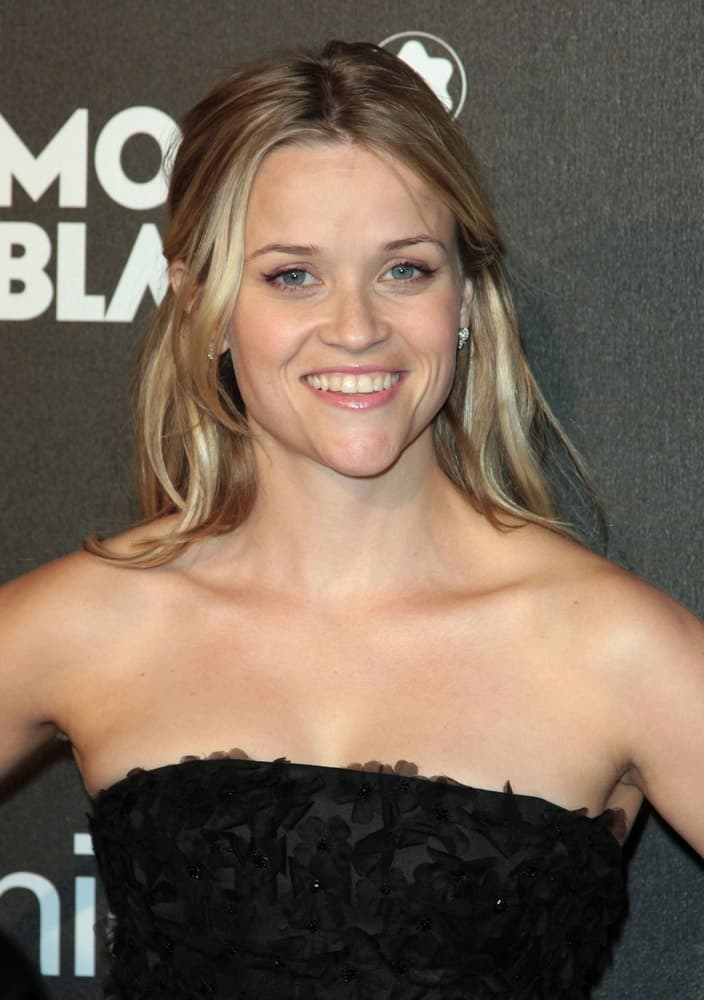 On February 20, 2009,Reese Witherspoon wore her floral black dress with a lovely highlighted half-up hairstyle at the Montblanc Signature for Good Pre-Oscar Party, Paramount Pictures in Los Angeles, CA.