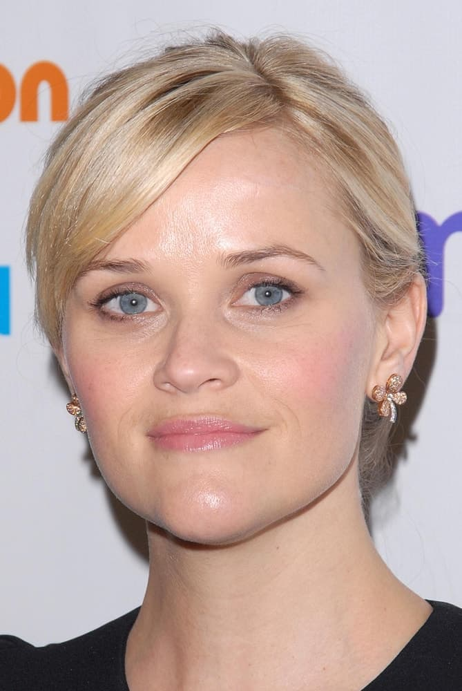 Reese Witherspoon was at the 2012 March Of Dimes Celebration Of Babies, Beverly Hills Hotel in Beverly Hills, CA on December 7, 2012. She was quite lovely in her simple black outfit and messy bun hairstyle incorporated with loose side-swept bangs.