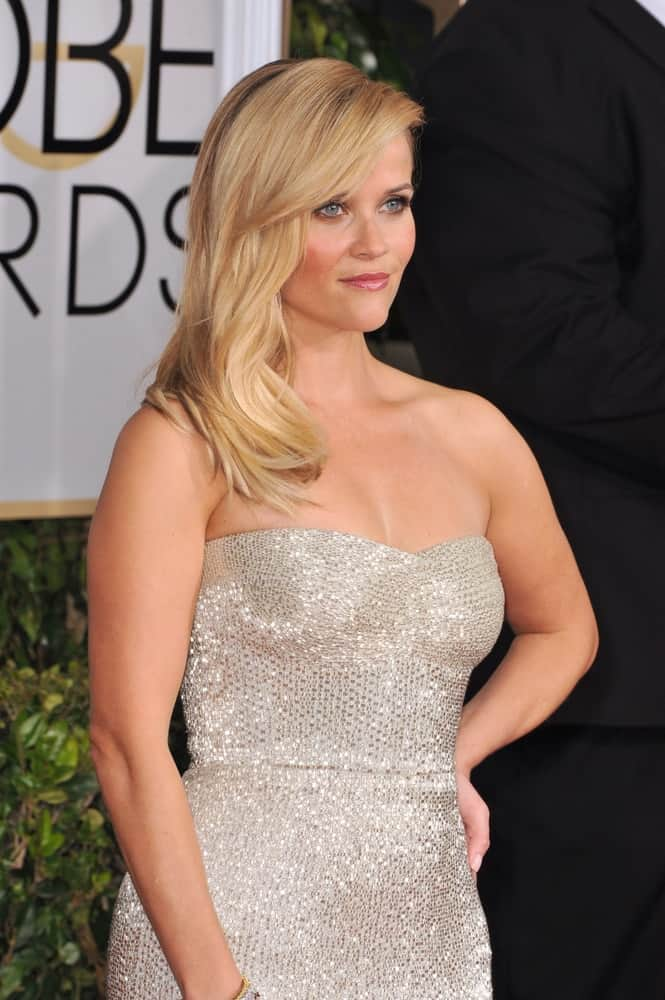 On January 11, 2015, Reese Witherspoon attended the 72nd Annual Golden Globe Awards at the Beverly Hilton Hotel, Beverly Hills. She went with a simple look to her loose side-swept blond hairstyle with layers and long side-swept bangs.