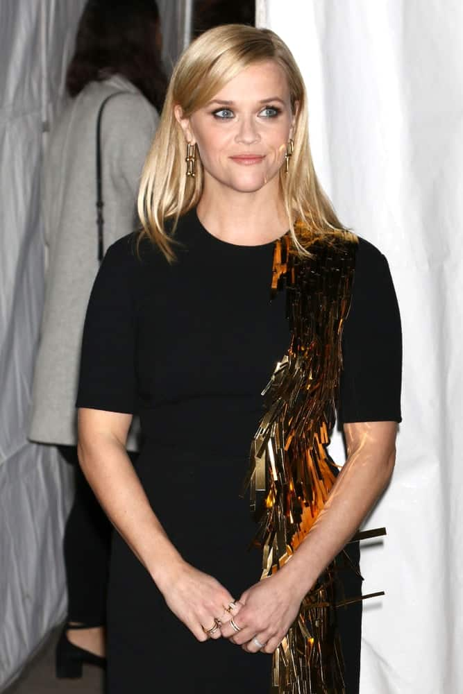 Reese Witherspoon attended The Gotham Awards on November 27, 2017 in New York City. Her simple black dress was enhanced by the golden tussels that pair quite well with her golden silky straight layers.