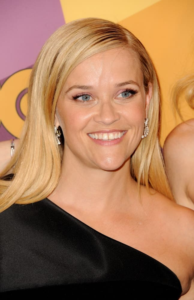 Reese Witherspoon flashed her gorgeous smile with her simple make-up, black dress and silky straight blond hairstyle at the HBO's 2018 Official Golden Globe Awards After Party held at the Circa 55 Restaurant in Beverly Hills, USA on January 7, 2018.