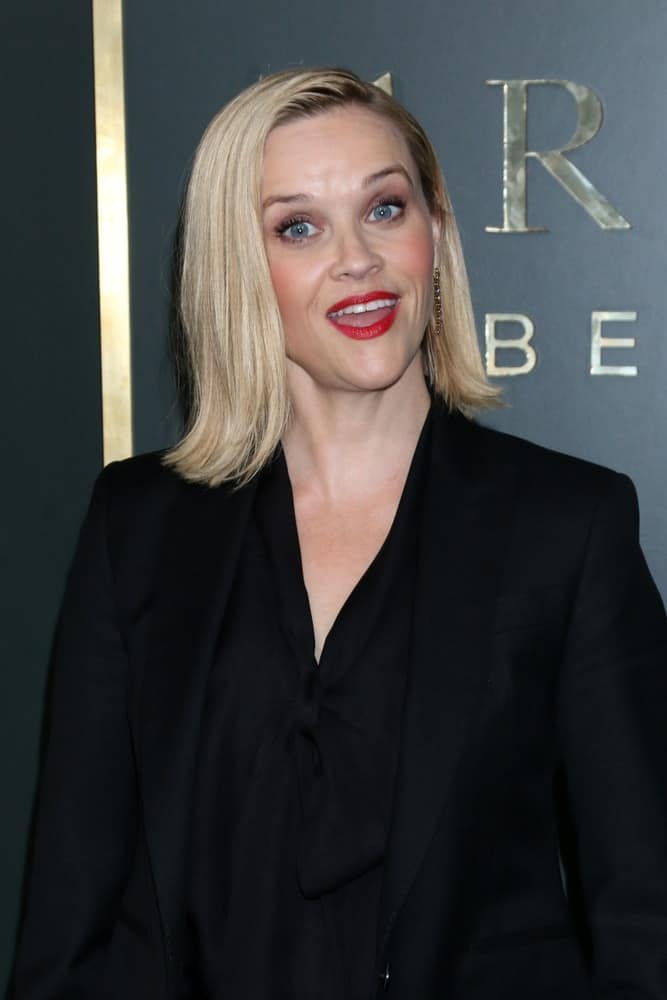 Reese Witherspoon's slick and straight blond shoulder-length hair had a side-part and a flippy finish at the tips at the