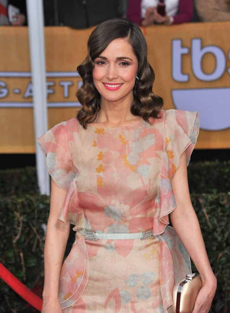 Rose Byrne was at the 19th Annual Screen Actors Guild Awards at the Shrine Auditorium, Los Angeles on January 27, 2013. She wore a peach floral dress with her dark wavy shoulder-length hairstyle with side-swept bangs.