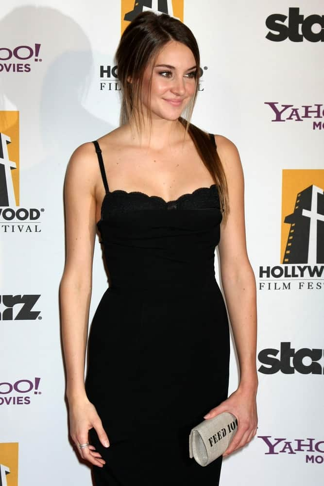Shailene Woodley was at the 15th Annual Hollywood Film Awards Gala at Beverly Hilton Hotel on October 24, 2011 in Beverly Hllls, CA. She wore a sexy black dress to pair with her raven ponytail hairstyle that has long side bangs.