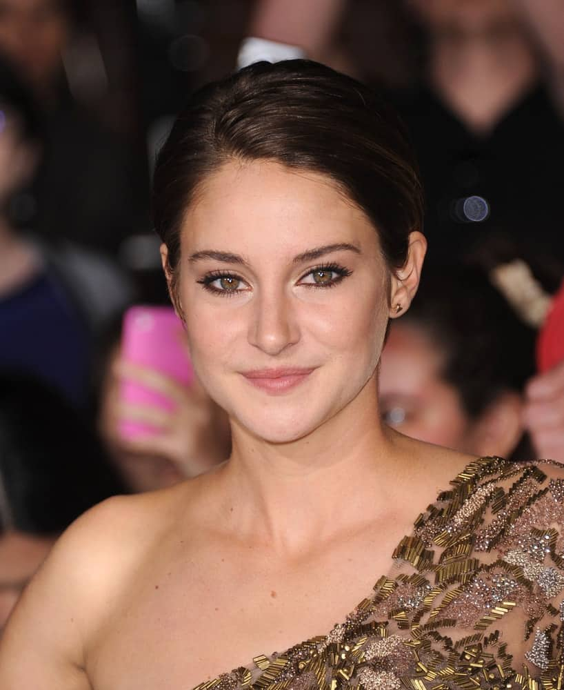 Shailene Woodley attended the 'Divergent' Los Angeles Premiere on March 18, 2014 in Westwood, CA. She wore a stunning dress to pair with her brunette pixie hairstyle that has a slicked-back finish.