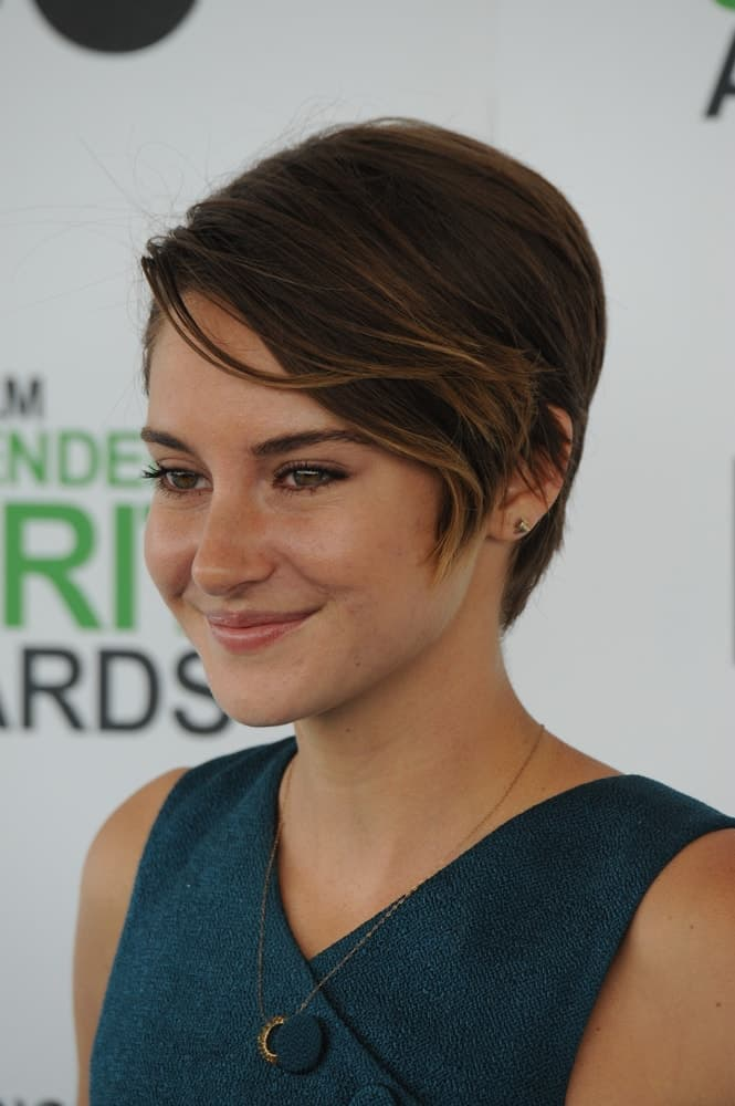 On March 1, 2014, Shailene Woodley attended the 2014 Film Independent Spirit Awards on the beach in Santa Monica, CA. She paired her green outfit with a highlighted brunette pixie hairstyle with long side-swept bangs.
