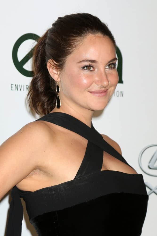 Shailene Woodley was at the 26th Annual Environmental Media Awards at Warner Brothers Studio on October 22, 2016 in Burbank, CA. She wore a stunning black dress that she paired with a brunette slick-back high ponytail hairstyle.
