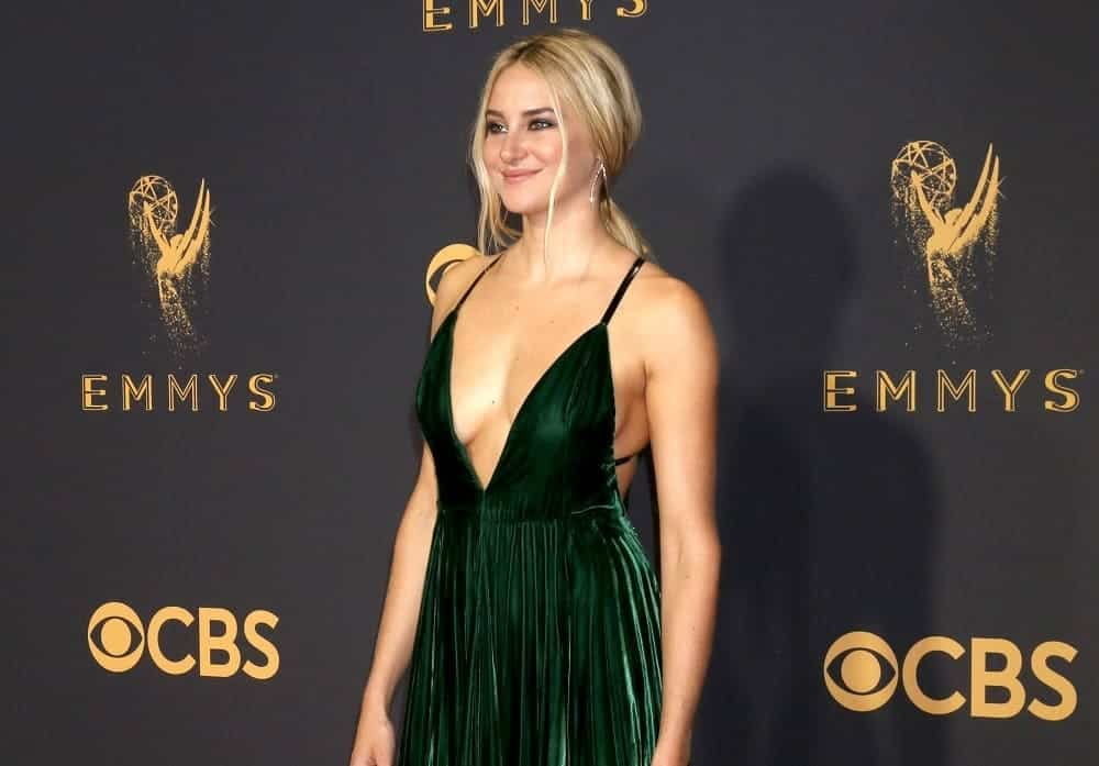 Shailene Woodley was at the 69th Primetime Emmy Awards at the Microsoft Theater on September 17, 2017, in Los Angeles, CA. She wore a sexy green dress to pair with her highlighted blonde low ponytail hairstyle with long side bangs.