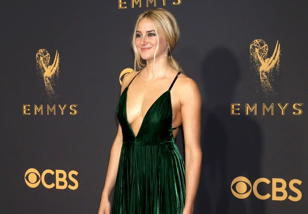 Shailene Woodley was at the 69th Primetime Emmy Awards at the Microsoft Theater on September 17, 2017 in Los Angeles, CA. She wore a sexy green dress to pair with her highlighted blonde low ponytail hairstyle with long side bangs.