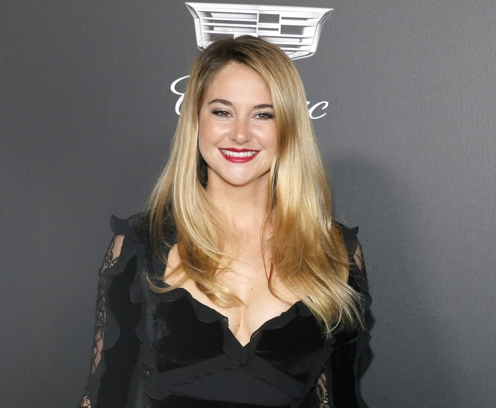Shailene Woodley was at the Art Of Elysium's 11th Annual Heaven Celebration held at the Barker Hangar in Santa Monica on January 6, 2018. She was charming in a black dress that she paired with her long and loose sandy blonde hairstyle with a slight tousle and layers.