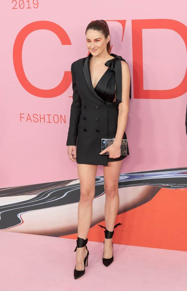 On June 3, 2019, Shailene Woodley wore a dress by Jonathan Simkhai when she attended the 2019 CFDA Fashion Awards at Brooklyn Museum, New York. She paired this with a raven and slicked back ponytail hairstyle.