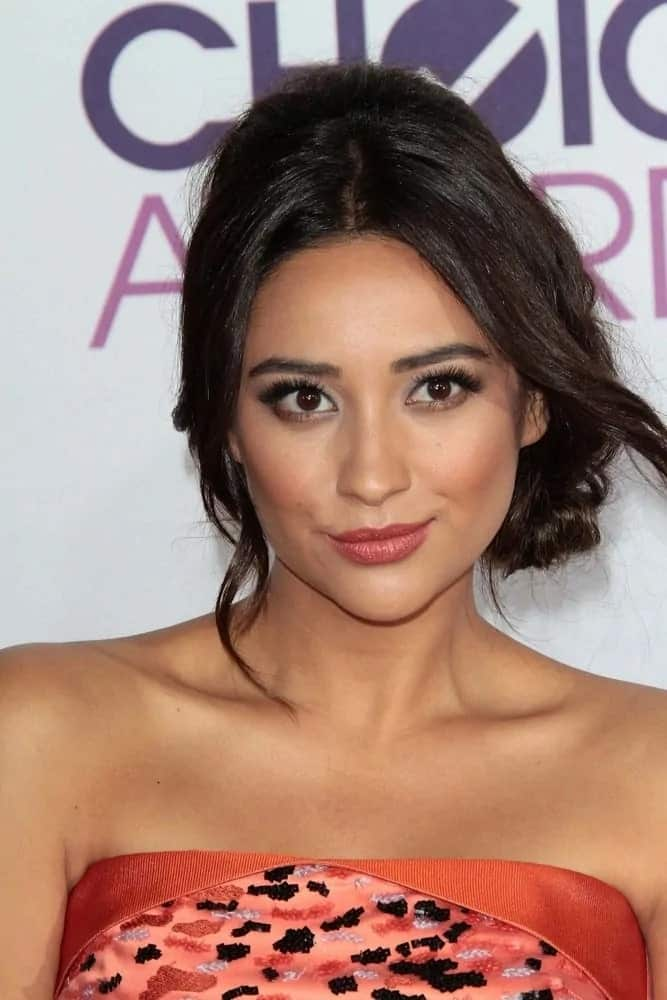 Shay's braided updo with side-parted bangs is a seriously pretty style that gives the 2013 People's Choice Awards Arrivals a modern refresh on January 9, 2013.