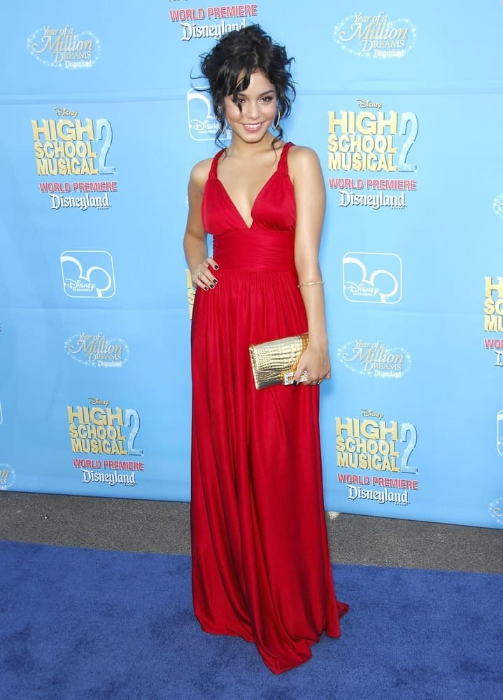 Vanessa Hudgens was quite stunning in her long red dress and gorgeous messy upstyle that has loose curly raven tendrils and bangs at the HIGH SCHOOL MUSICAL 2 Premiere held in Downtown Disneyland, Anaheim on August 14, 2007.