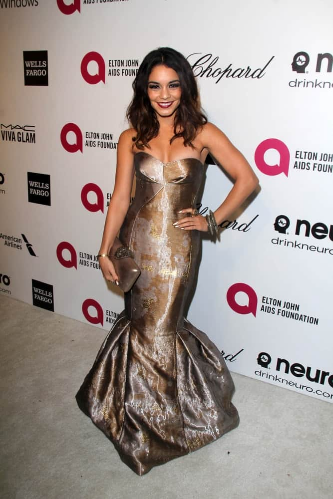 Vanessa Hudgens was at the Elton John AIDS Foundation's Oscar Viewing Party at the West Hollywood Park on March 3, 2014 in West Hollywood, CA. She wowed the crowd with her stunning metallic mermaid dress that went well with her tousled and loose wavy layers that has subtle highlights.
