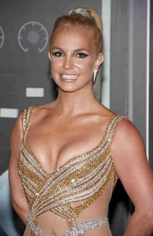 Britney Spears paired her sparkly looks with a high braided ponytail at the 2015 MTV Video Music Awards on August 30, 2015.