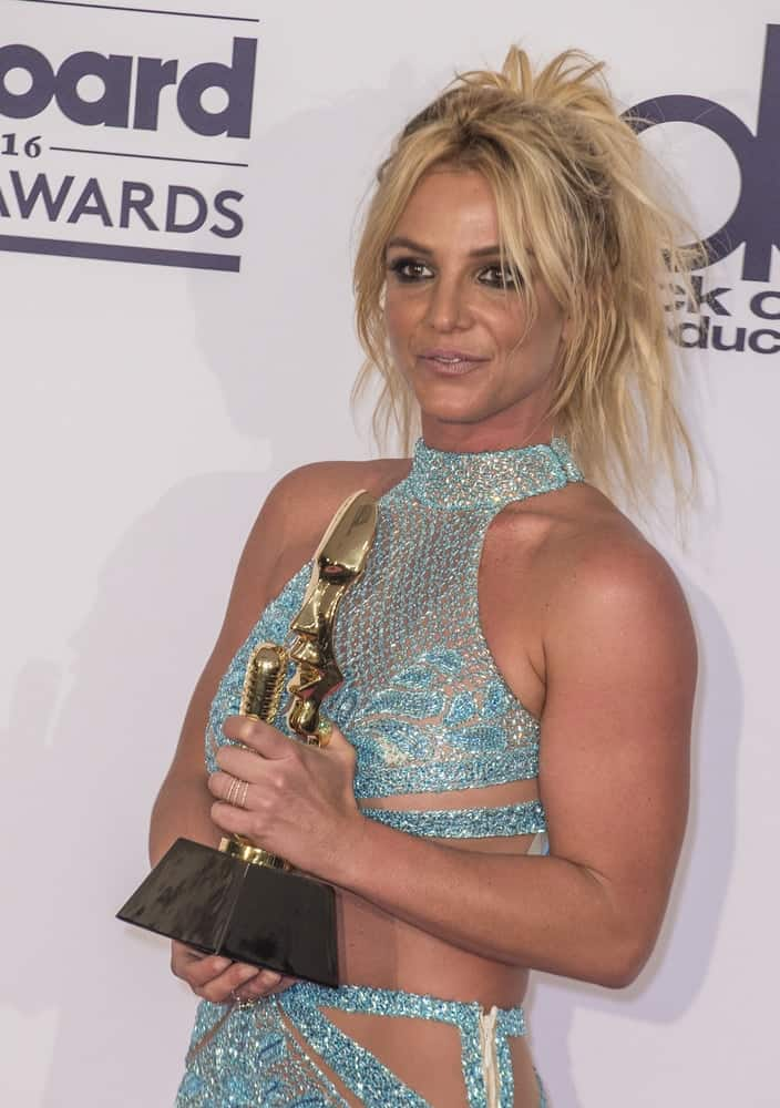 Britney Spears happily accepted her award with her hair pulled back in an effortless ponytail with center-parted fringe at the 2016 Billboard Music Awards on May 22, 2016.