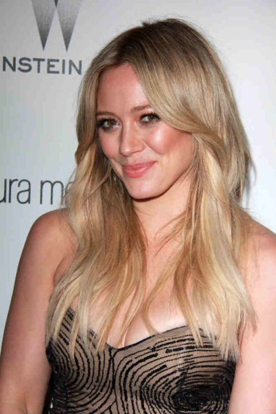 Hillary Duff with long straight hair in January 2015.
