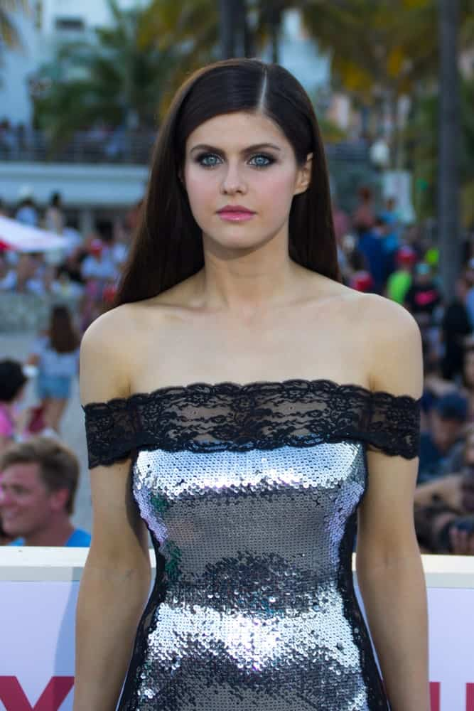 Alexandra Daddario showed off a super sleek long straight 'do as she arrives at the premiere of Baywatch the movie on May 13, 2017.