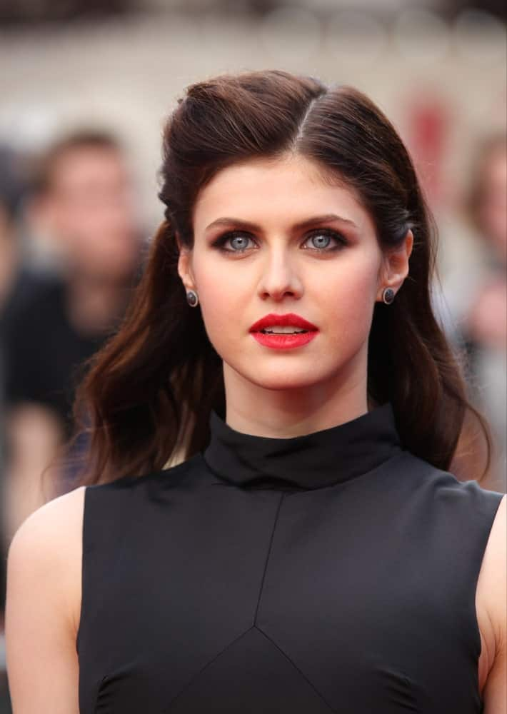 Alexandra Daddario kept her brunette hair loose with one side pinned back as she attends the World Premiere of San Andreas on May 21, 2015.