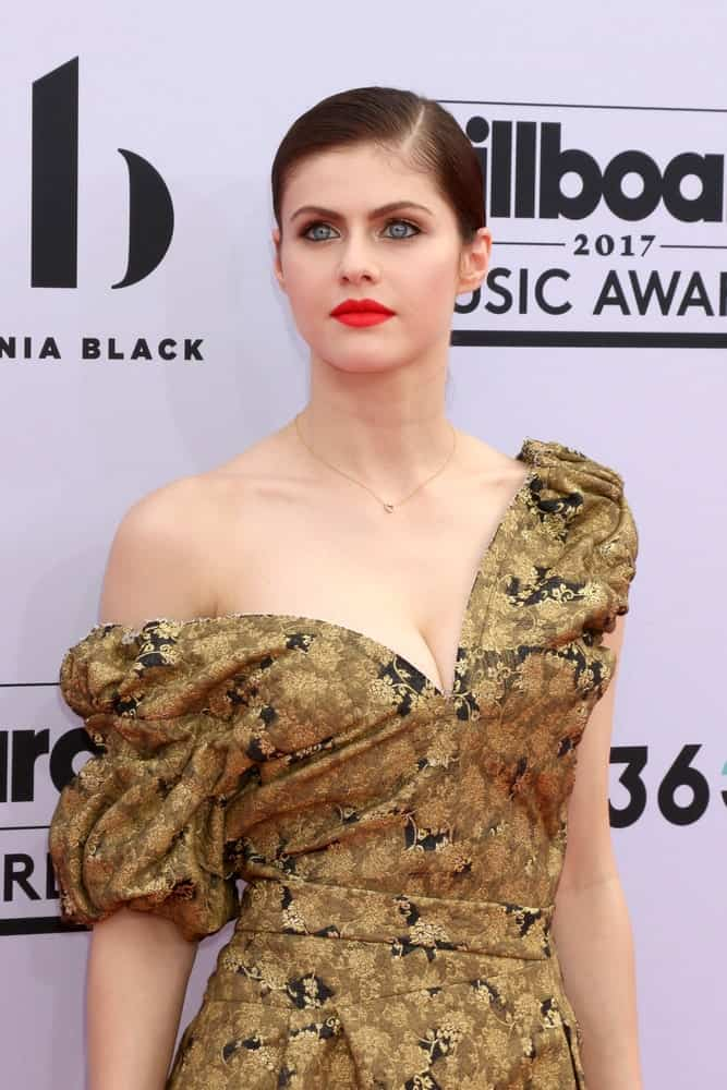 Alexandra Daddario wears a perfect low ponytail in a sleek side part style as she attends the 2017 Billboard Music Awards on may 21, 2107.
