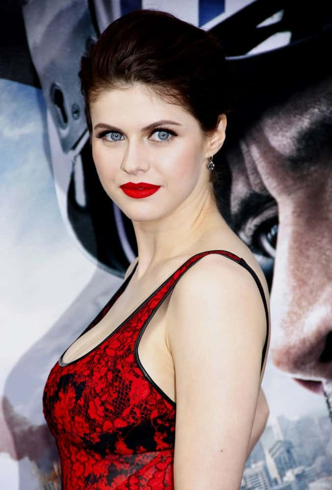Alexandra Daddario strikes a fierce pose with her upstyle hairstyle at the Los Angeles premiere of 'San Andreas' on May 26, 2015.