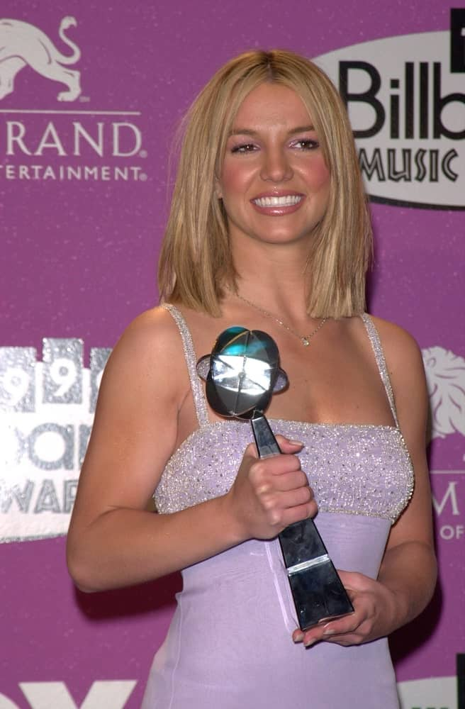 On December 8, 1999, the pop star won awards for Female Artist, Singles Artist, & Female Album Artist of the year at the Billboard Music Awards. She sported a simple straight hairstyle with a middle parting.