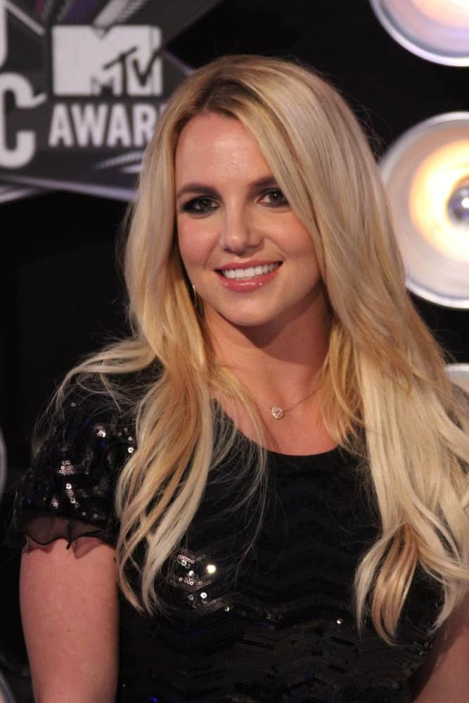Britney Spears exhibited a charming aura with her long side-parted hair at the 2011 MTV Video Music Awards Arrivals held on August 28th.