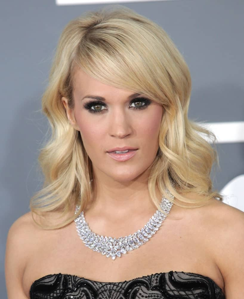 Carrie Underwood complemented her shoulder-length waves with side bangs during the 2013 Grammy Awards on February 10, 2013, in Hollywood, CA.